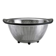 Use the durable stainless steel OXO Good Grips Colander to strain pasta and more, as well as even be used as an attractive fruit bowl. The non-slip feet keep the piece steady in the sink, so you don't have to worry about it slipping away.