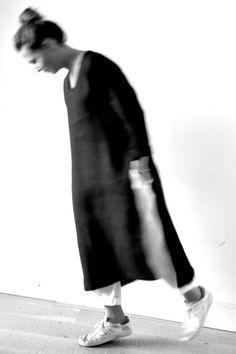 robe ouverte en lin noir - LE VESTIAIRE DE JEANNE (NEW), pantalon en lin blanc - LE VESTIAIRE DE JEANNE (NEW)