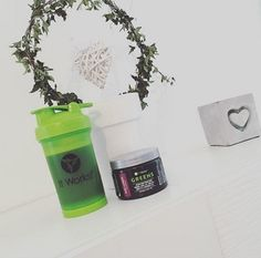 Alkalizing ➕ Detoxing ➕Restoring pH Balance ➕Fueling our bodies with 58 superfoods & Raw fruits & veggies Hop on a 90 day challenge with me and you'll get yourself 40% off this product!