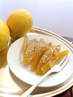 Scorzette candite di limone  http://commeamarostuppane.blogspot.it/2013/01/scorzette-di-pompelmo-rosa-limone-e.html