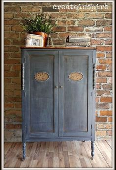 antique wardrobe in iron ore sw, closet, painted furniture, painting, repurposing upcycling Chalk Paint Furniture, Upcycled Furniture, Furniture Projects, Rustic Furniture, Antique Furniture, Farmhouse Furniture, Diy Projects, Antique Wardrobe, Antique Armoire