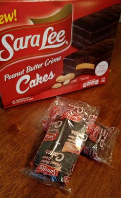 One Momma Saving Money: NEW Peanut Butter Crème Filled Cakes Review and #Giveaway
