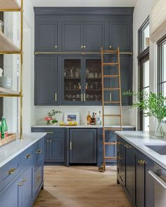 Kipling House Kitchen in Jacksonville, Florida - Clutter-Free Kitchen Tips Dream Kitchen, Clutter Free Kitchen, Kitchen Cabinets, Classic Kitchen Cabinets, Smallbone Kitchens, Home Kitchens, Trending Decor, Kitchen Ladder, Classic Kitchens