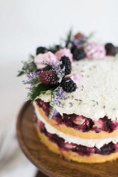 Blackberry Lavender Naked Wedding cake I love blackberry and naked cakes But you can keep the lavender out Just Desserts, Delicious Desserts, Yummy Food, Spring Desserts, Food Cakes, Cupcakes, Cupcake Cakes, Pretty Cakes, Beautiful Cakes
