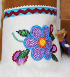 Made with Leather (on the palm of the hand), Stroud, Caribou hide, Beaver fur, and beading. Native American Dolls, Native American Crafts, American Art, Indian Beadwork, Native Beadwork, Nativity Crafts, Arts And Crafts, Diy Crafts, Ribbon Work