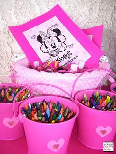 Toma nota de estas 10 ideas creativas que harán de tu fiesta de Minnie Mouse todo un éxito entre tus invitados: 1.- Utiliza globos. De...