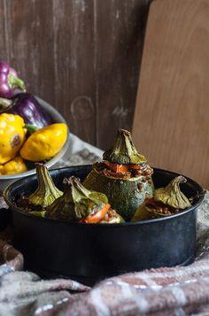 Wegan Nerd - Kuchnia roślinna : FASZEROWANE KABACZKI Z KASZĄ GRYCZANĄ I SUSZONYMI POMIDORAMI