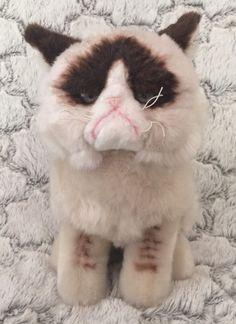 Gund Grumpy Cat Plush Stuffed Animal Blue Eyes 9 Inch Seated Cat Lover 4040133 #GUND