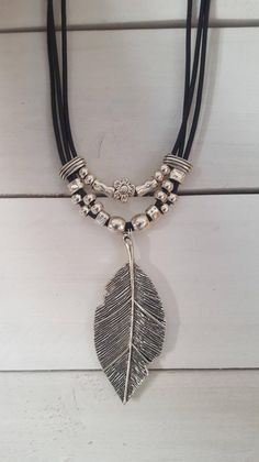 big feather Pendant leather necklace, feather pendant, Boho, Gypsy, woman leather necklace - Jewelry making - Custom Jewelry, Diy Jewelry, Jewelery, Jewelry Accessories, Handmade Jewelry, Jewelry Necklaces, Women Jewelry, Jewelry Making, Chain Bracelets