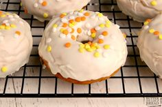 3-Ingredient Baked Pumpkin Donuts made with pumpkin, cake mix and frosting and completely baked in under 15 minutes! Easy cake mix donut recipe that yields soft, delicious doughnuts with tons of pumpkin flavor! Cake Mix Donuts Recipe, Brown Sugar Banana Bread, Canned Frosting, Spice Cake Mix, Apple Cider Donuts, Homemade Donuts, Holiday Recipes, Holiday Ideas, Donut Glaze