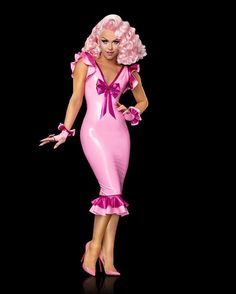Full body of Farrah. Ummm I'm not to impressed, I guess I don't know with Kimora in there as well I think Kimora will be more popular. Because she seems to me like a small fish in a pond with bigger fish. I don't think she'll make it top 3 and maybe she'll prove me wrong. But I wanna see more! #season9 #rupaulsdragrace