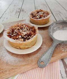 Wanneer je een lekker bladerdeeg appelgebakje wilt maken is dit recept een aanrader. Het gebakje is helemaal lekker als het gebakje nog een beetje warm is.