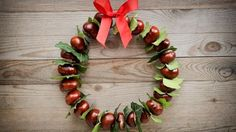 DIY - DIY: décoration automnale aux châtaignes - Lilly is Love Easy Fall Wreaths, Easy Fall Crafts, Diy Home Decor Easy, Fall Crafts For Kids, Fall Diy, Decor Diy, Conkers Craft, Diy Décoration, Easy Halloween