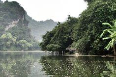 Trang An, la baie d'Halong terrestre près de Ninh Binh au Vietnam - Vanupied Hanoi, Vietnam, River, Outdoor, Drill Bit, Landscape, Outdoors, Outdoor Games, The Great Outdoors