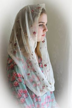 "Evintage Veils~St Therese ""Little Flower"" Veil Lace Chapel Veil Mantilla Infinity Veil- Narrow Trim Option Beautiful Muslim Women, Beautiful Hijab, Cute Beauty, Beauty Full Girl, Flower Veil, Mantilla Veil, Chapel Veil, Madonna, Islamic Girl"
