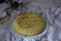Tortilla de patata, cebolla y calabacines en Thermomix | La cocina perfecta Camembert Cheese, Dairy, Pie, Desserts, Food, Spanish Omelette, Food Recipes, Food Cakes, Kitchen