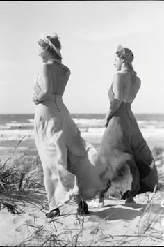 Vintage beach style. Two women wearing 1930's beach pajamas. Photo by Sven Türck.