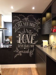 A primeira arte decente na parede lousa! rs All you need is LOVE ❤️ #chalkboard #chalkwall #wall