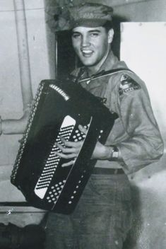 My dad played the accordion Elvis Tattoo, Mexican Men, Army Day, Burning Love, Elvis Presley Photos, Country Music Stars, Man Movies, Beautiful Voice, Graceland