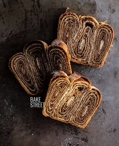 Potica - Povitica, traditional Slovenian and Croatian sweet bread made with a filling of nuts, butter, milk and sugar and a beautiful shape. Bread Recipes, Baking Recipes, Powdered Eggs, Cocoa Cinnamon, Strudel, How To Make Bread, Sweet Bread, Food Videos, Food Processor Recipes