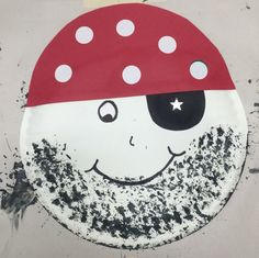 Paper plate Pirate: use a dish washing brush to paint the beard, construction paper for the hat and eye patch. Stickers for the white circles and star. Pirate Crafts, Pirate Art, Pirate Theme, Daycare Crafts, Classroom Crafts, Kid Crafts, Summer Camp Crafts, Camping Crafts, Fairy Tale Crafts
