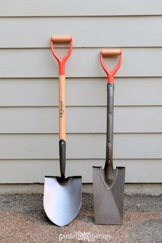 The Home Gardener's Guide to Shovels and Spades - Garden Therapy Garden Trowel, Garden Tools, Theatrical Scenery, Diy Privacy Fence, Organic Market, Market Garden, Quick Knits, Garden Gifts, Wheelbarrow