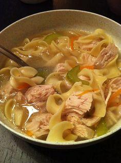 I love chicken soup! Low-Calorie Soups Under 300 Calories Photo 9 300 Calories, Slow Cooker Recipes, Cooking Recipes, Healthy Recipes, Healthy Soup, Easy Recipes, Food For Thought, Turkey Noodle Soup, Turkey Soup