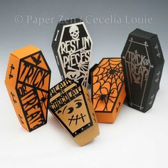 Halloween Gift Box - Coffin and Covers - Paper Gift Box Die .- Halloween Gift Box – Coffin and Covers – Paper Gift Box Die Cutting with SVG files and PDF instructions for Silhouette and Cricut machines - Dulceros Halloween, Halloween Treat Boxes, Halloween Coffin, Holidays Halloween, Halloween Treats, Halloween Decorations, Origami Halloween, Halloween Paper Crafts, Halloween Favors