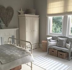 90 Stunning Vintage Farmhouse Bedroom Decoration Ideas - Page 17 of 91 Cottage Shabby Chic, Shabby Chic Bedrooms, Shabby Chic Furniture, Bedroom Apartment, Home Bedroom, Modern Bedroom, Bedroom Decor, Calm Bedroom, Beautiful Bedrooms