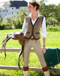 The most important role of equestrian clothing is for security Although horses can be trained they can be unforeseeable when provoked. Riders are susceptible while riding and handling horses, espec… Horse Riding Clothes, Riding Hats, Horse Riding Fashion, Horse Fashion, Equestrian Chic, Equestrian Outfits, Equestrian Fashion, Mode Style Anglais, English Riding