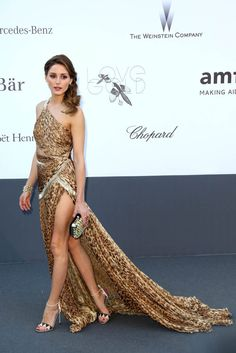 Olivia Palermo is stunning