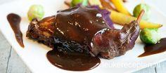 Traditioneel gerecht uit het zuiden: konijnenbouten in een saus met appelstroop en ontbijtkoek