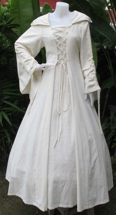 Simple gown and hooded robe. I would do it without the adjustable sleeves. Renaissance Fair Costume, Medieval Costume, Renaissance Clothing, Medieval Fashion, Steampunk Clothing, Witch Dress, Witch Outfit, Medieval Cloak, Medieval Witch