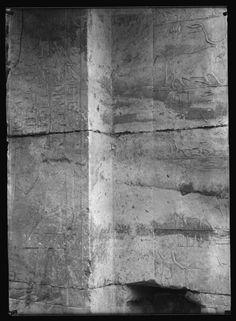 Plaque de verre S.23 - Saqqara, 1898, Mastaba de Nfr-sšm-rʾ, Face interne du montant de porte et couloir d'entrée côté Sud