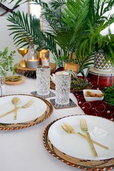 Table décor for two Iftar, Ramadan Decorations, Birthday Decorations, Dinning Room Sets, Holidays Please, Thanksgiving Table, Decoration Table, Eid, Table Settings
