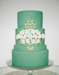 When you think wedding cake you usually don't think of shades of green but this pretty one from this Pink and Green Wedding sure fits the bill! Captured by Jeremy Harwell.