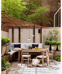This Tribeca garden incorporates uneven bluestone and travertine, giving the space an organic and serene feel