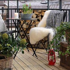 Balkonscherm wooden logs. Verkrijgbaar via http://www.balkonafscheiding.nl/product/balkonafscheiding-wooden-logs/ #balcony_screen #balkon_scherm #balkon_inrichten #balcony_idea #winter_balcony