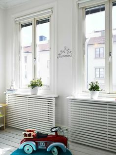 Stop your radiators from clashing with your decorating by making them blend in with some of of our ingenious ideas! Photo: Fresh Home Radiators are known to clash with decorating and have been known to create huge obstacles for modern … Continue reading → Decor, Furniture, Modern Interior Decor, Room, Interior, Home, House Interior, Diy Radiator Cover, Interior Design