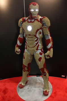 Iron Man made out of LEGOs - WANT!