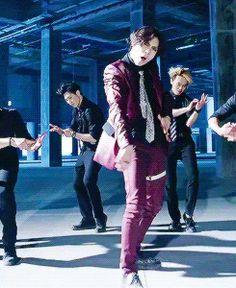 Taemin 'Danger' MV (gif)