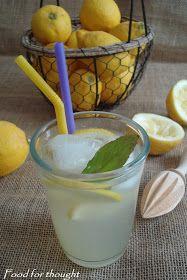 Λεμονάδα από λεμόνι…   Η λεμονάδα αυτή είναι μία από τις αναμνήσεις των παιδικών μου χρόνων. Και πιστεύω πως αν την δο... Cookbook Recipes, Cooking Recipes, Cooking Ideas, Sweet Recipes, Glass Of Milk, Smoothies, Brunch, Lemon, Food And Drink