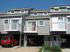 The Dawg House Unit# 24 Port Saint Joe (Florida) The Dawg House Unit# 24 is a holiday home set in Oak Grove in the Florida Region and is 40 km from Apalachicola. Guests benefit from balcony.  The air-conditioned unit is equipped with a kitchen. A flat-screen TV and DVD player are available.