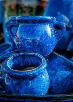 Inexpensive, elegant and versatile, pottery is a worthwhile addition to your home, and you should definitely consider getting some for your interior design project. Pottery is used to decorate diff… Azul Indigo, Bleu Indigo, Im Blue, Blue And White, Azul Anil, Behind Blue Eyes, Everything Is Blue, Blue Bayou, Himmelblau