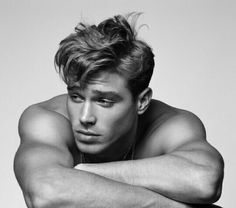 Matthew Noszka, age from Vogue Magazine. This ultimate all-American boy plays basketball, is six foot two, loves a romantic comedy, and is a total Mummy's boy. Beautiful Boys, Gorgeous Men, Pretty Boys, Beautiful Men Bodies, Dead Gorgeous, Pretty Men, Beautiful Pictures, All American Boy, American Male Models