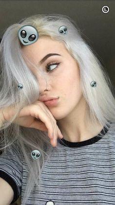 Imagem de grunge and okaysage Tumblr Selfies, Snapchat Selfies, Beauty Photography, Photography Aesthetic, Tmblr Girl, Teen Poses, Selfie Poses, Selfie Ideas, Grunge Hair