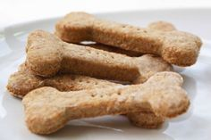 An Easy Peanut Butter Dog Treats Recipe That Will Set Your Dog's Tail Wagging! Dogs flip out for peanut butter. What's not to love – it's tasty, it sticks to the roof of your mouth and it's full of om nom nom goodness. Easy Peanut Butter Dog Treat Recipe, Easy Dog Treat Recipes, Peanut Butter Dog Treats, Homemade Peanut Butter, Milk Bone Dog Treats, Diy Dog Treats, Homemade Dog Treats, Healthy Dog Treats, Puppy Treats