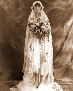 +~+~ Vintage Photograph ~+~+  Very 1920s and very sophisticated bride.