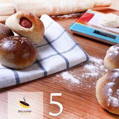 رول سوسیس همراه با نان خانگی