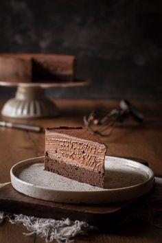 Schokoladentorte mit Schuss. Leckerer Schokoboden mit einer Creme aus Sahne, Mascarpone und Baileys